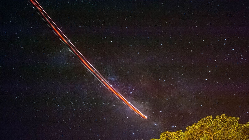THE_MILKY_WAY_AND_A_PASSING_PLANE