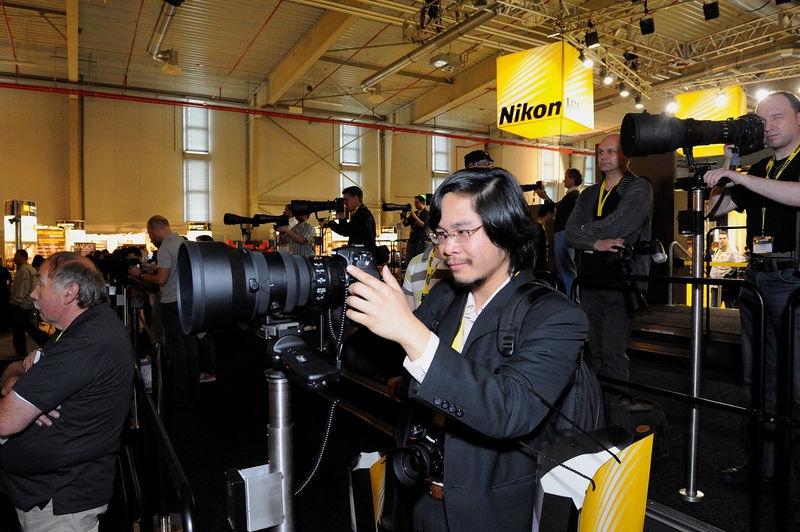 Nikon lover admiring the AF-S 200mm f/2 lens