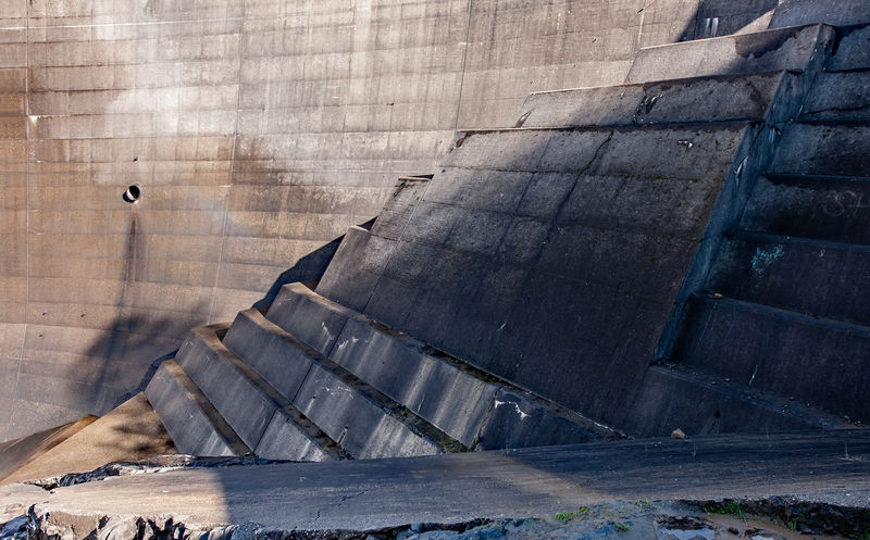 Lake Clementine Dam, Stepped Buttress