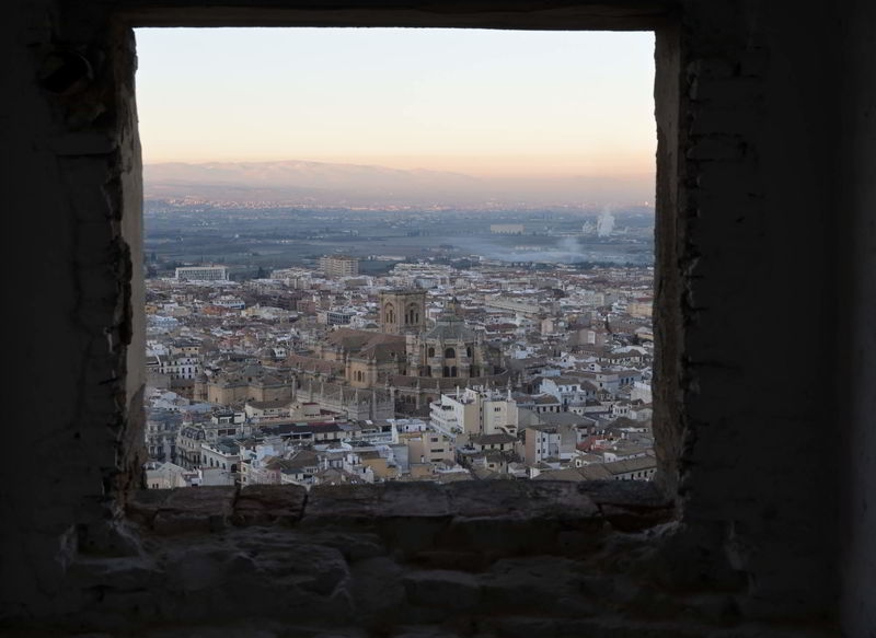 Granada_Cathedral_from_the_Alhambra.jpg